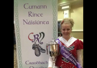 Aimee Herbert with irish Dance Trophy